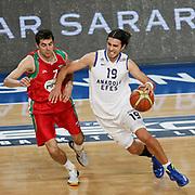 Anadolu Efes's Sasha Vujacıc (R) and Pinar Karsiyaka's Goran Ikonic (L) during their Turkish Basketball League match Anadolu Efes between Pinar Karsiyaka at Arena in Istanbul, Turkey, Saturday, November 26, 2011. Photo by TURKPIX