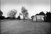 Nederland, Dwingeloo, 15-11-1985Radiotelescoop met controlecentrum. Sterrenwacht, onderzoek maar het heelal, sterrenstelsel, ruimte, kosmos.FOTO: FLIP FRANSSEN/ HH