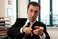 05 JAN 2012, BERLIN/GERMANY:<br /> Cem Oezdemir, B90/Gruene Bundesvorsitzender, waerhend einem Interview, in seinem Buero, Bundesgeschaeftsstelle Buendnis 90 / Die Gruenen<br /> IMAGE: 20120105-01-029<br /> KEYWORDS: Cem Özdemir, Büro