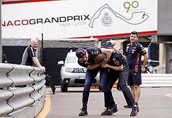 May 22, 2019 - Monte Carlo, Monaco - Motorsports: FIA Formula One World Championship 2019, Grand Prix of Monaco, ..#33 Max Verstappen (NLD, Aston Martin Red Bull Racing) wrestles a mechanic  (Credit Image: © Hoch Zwei via ZUMA Wire)