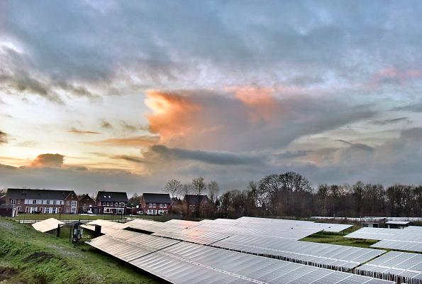 Nederland, Hengelo, 18-1-2018Beeld uit de gemeente Bronckhorst. Nieuwbouw in het dorp en het SolarPark De Kwekerij..Foto: Flip Franssen