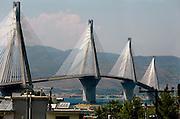 Griekenland, Patras, 5-7-2008De brug over de toegang tot de golf van Korinthe. Groot bouwwerk.Foto: Flip Franssen