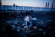 Migrant washing himself  in open air in a makeshift camp in Belgrade, temperatures have reaced -20 during the winter.  Serbia. 15th January 2017. Federico Scoppa