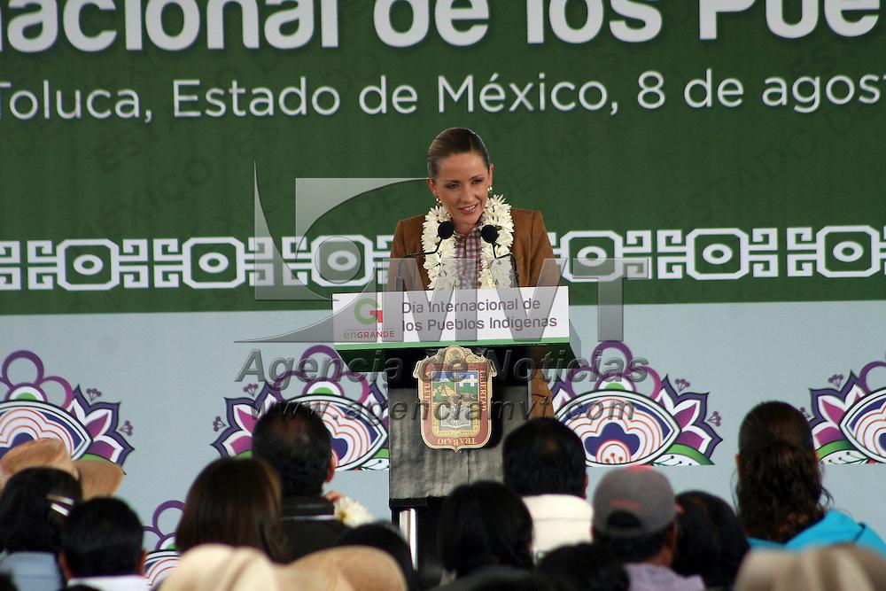 Toluca, México.- Elizabeth Vilchis Pérez, secretaria de Desarrollo Social durante la ceremonia del Día Internacional de los Pueblos Indígenas en donde se dijo que  se implementaran programas de apoyo a etnias indígenas de la entidad. Agencia MVT / José Hernández