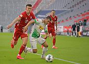 (L-R) Ivan Perisic (Bayern München) gegen Stefan Lainer (Borussia Mönchengladbach) during the Bayern Munich vs Borussia Monchengladbach Bundesliga match at Allianz Arena, Munich, Germany on 13 June 2020.