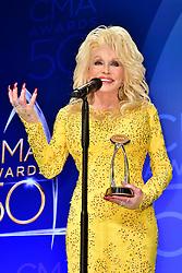 Dolly Parton bei den 50. Country Music Awards in Nashville / 021116<br /> <br /> *** Country Music Awards 2016, Nashville, USA, November 2, 2016 ***
