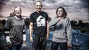 USA, Oregon, Eugene, family of skaters in a skate park. MR