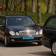 NLD/Amsterdam/20060425 - Uitvaart Sylvia de Leur, lijkwagen, rouwauto