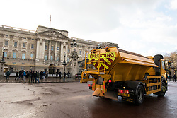 © Licensed to London News Pictures. 27/02/2018. London, UK. A grit spreader spreads anti-ice salt on the road outside Buckingham Palace. Severe cold, blizzards and heavy snow are expected for the rest of the week as the 'Beast from the East' brings freezing Siberian air to the UK. Photo credit: Rob Pinney/LNP