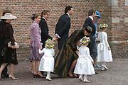 Zijne Hoogheid Prins Floris van Oranje Nassau, van Vollenhoven en mevrouw mr. A.L.A.M. Söhngen zijn zaterdag 22 oktober in de kerk van Naarden in het  huwelijk getreden. De prins is de jongste zoon van Prinses Magriet en Pieter van Vollenhoven.<br /> <br /> Church Wedding Prince Floris and Aimée Söhngen. <br /> <br /> Church Wedding Prince Floris and Aimée Söhngen in Naarden. The Prince is the youngest son of Princess Margriet, Queen Beatrix's sister, and Pieter van Vollenhoven. <br /> <br /> Op de foto / On the photo;<br /> <br /> <br /> <br /> The Dutch Royal Family
