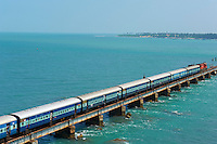 Inde, etat du Tamil Nadu, Rameswaram, pont ferroviare reliant Rameswaram au continent // India, Tamil Nadu, Rameswaram, train bridge to Rameswaram island