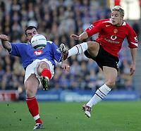 Fotball<br /> Premier League England 2004/2005<br /> Foto: SBI/Digitalsport<br /> NORWAY ONLY<br /> <br /> 30.10.2004<br /> Portsmouth v Manchester United<br /> <br />  Manchester's Alan Smith tackles Portsmouth's David Unsworth