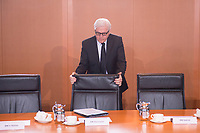 11 FEB 2014, BERLIN/GERMANY:<br /> Frank-Walter Steinmeier, SPD, Bundesaussenminister, rueckt seinen Stuhl zurueck, vor Beginn der Kabinettsitzung, Bundeskanzleramt<br /> IMAGE: 20150211-01-002<br /> KEYWORDS: Kabinett, Sitzung, Stuhl ruecken,