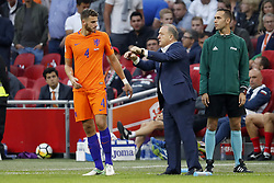 (L-R) Wesley Hoedt of Holland, coach Dick Advocaat of Holland during the FIFA World Cup 2018 qualifying match between The Netherlands and Bulgariaat the Amsterdam Arena on September 03, 2017 in Amsterdam, The Netherlands