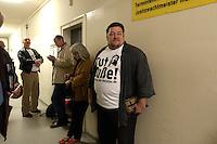 25 MAY 2004, BERLIN/GERMANY:<br /> Andreas Roy, eine Art unabhangiger Aktivist fuer das Christentum, wartet auf seine Prozess wegen Absägens einer Weihnachtstanne auf dem Breitscheidplatz, Kriminalgericht Moabit<br /> IMAGE: 20040525-01-012