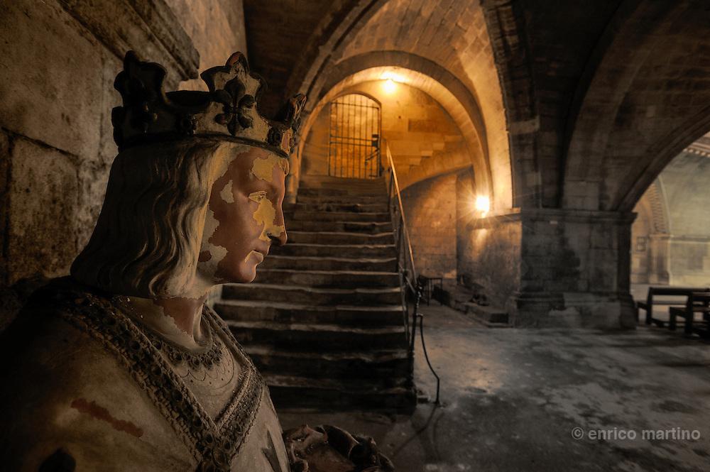 Abbazia di St Gilles, la criprta originaria in cui nel XIX secolo è stata ritrovata la tomba del santo. Immagine di Luigi il Santo.