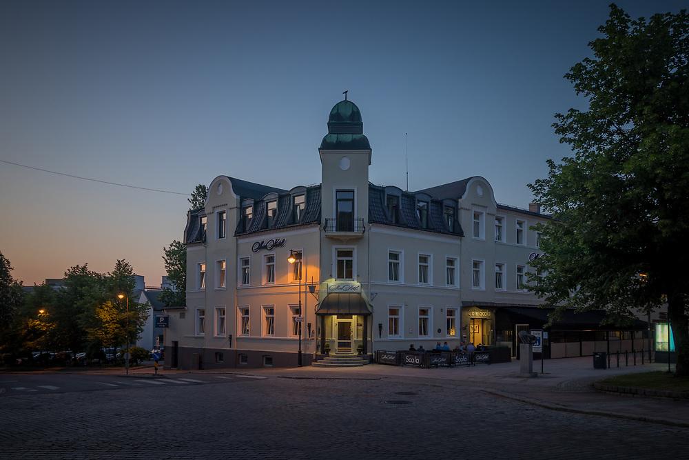 Moss fikk 7. august 1812 kongelig privilegium til å holde gjestgiveri og herberge, og Moss Hotel er således det eldste nåværende overnattingsstedet i Moss.