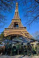 France, Paris (75), Tour Eiffel durant le confinement du Covid 19 // France, Paris, Eiffel tower during the containment of Covid 19