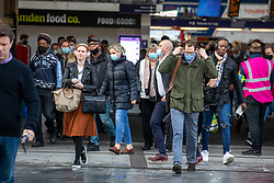 © Licensed to London News Pictures. 06/10/2020. London, UK. Commuters at Victoria Station in Westminster head to work as Chancellor Rishi Sunak warns many more jobs will be lost during the Covid-19 crisis as Cineworld confirms UK closures. Meanwhile further parts of the UK could be put into local lockdown as confusion over Test and Trace data continues. Later, Prime Minister Boris Johnson will address the Conservative party conference today with a boost to Wind farming. Photo credit: Alex Lentati/LNP