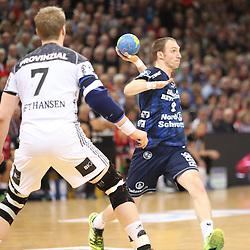 Flensburg, 08.02.17, Sport, Handball, DKB Handball Bundesliga, Saison 2016/2017, SG Flensburg-Handewitt - THW Kiel : Holger Glandorf (SG Flensburg-Handewitt, #09), Rene Toft Hansen (THW Kiel, #07)  beim Spiel in der Handball Bundesliga, SG Flensburg-Handewitt - THW Kiel.<br /> <br /> Foto © PIX-Sportfotos *** Foto ist honorarpflichtig! *** Auf Anfrage in hoeherer Qualitaet/Aufloesung. Belegexemplar erbeten. Veroeffentlichung ausschliesslich fuer journalistisch-publizistische Zwecke. For editorial use only.
