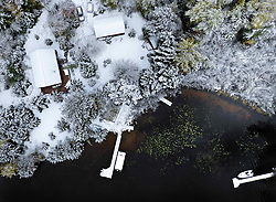 October 5, 2018 - Canyon, MN, USA - The northland was slapped in the face two inches of wet snow Friday morning, covering trees full of leaves and creating a beautiful mixture whitewash and fall color. Here, with docks and boats still in the water and leaves on the trees, a fresh cover of snow was a bit of a rude awakening Friday morning. (Lake Elora)  ] ..BRIAN PETERSON • brian.peterson@startribune.com..Canyon,  MN  10/05/2018. (Credit Image: © Brian Peterson/Minneapolis Star Tribune via ZUMA Wire)