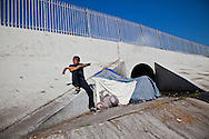Pepper, a homeless man living on the banks of the LA river.<br /> Scenes of Los Angeles.