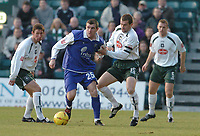 Fotball<br /> England 2004/22005<br /> Foto: BPI/Digitalsport<br /> NORWAY ONLY<br /> <br /> Gillingham v Plymouth Argyle <br /> Coca Cola championship. 15/01/2005.<br /> <br /> Plymouth captain Paul Wotton gets to grips with Gillinghams Alan Pouton