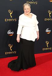 Kathy Bates  bei der Verleihung der 68. Primetime Emmy Awards in Los Angeles / 180916<br /> <br /> *** 68th Primetime Emmy Awards in Los Angeles, California on September 18th, 2016***