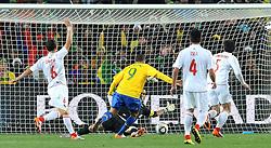 28.06.2010, Ellis Park Stadium, Johannesburg, RSA, FIFA WM 2010, Brazil (BRA) vs Chile.C (CHI), im Bild Il gol del 2-0 di Luis Fabiano (Brasile) .Luis Fabiano  's 2-0 leading goal scored for Brazil.. EXPA Pictures © 2010, PhotoCredit: EXPA/ InsideFoto/ Giorgio Perottino +++ for Austria and Slovenia only +++ / SPORTIDA PHOTO AGENCY