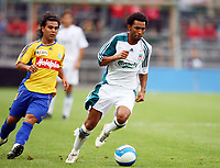 Fotball<br /> England<br /> Foto: Propaganda/Digitalsport<br /> NORWAY ONLY<br /> <br /> 01.08.2006<br /> Grasshoppers v Liverpool<br /> <br /> Liverpool's Jermaine Pennant in action against Grasshoppers Zurich during a preseason friendly match at the Hardturmstadion.