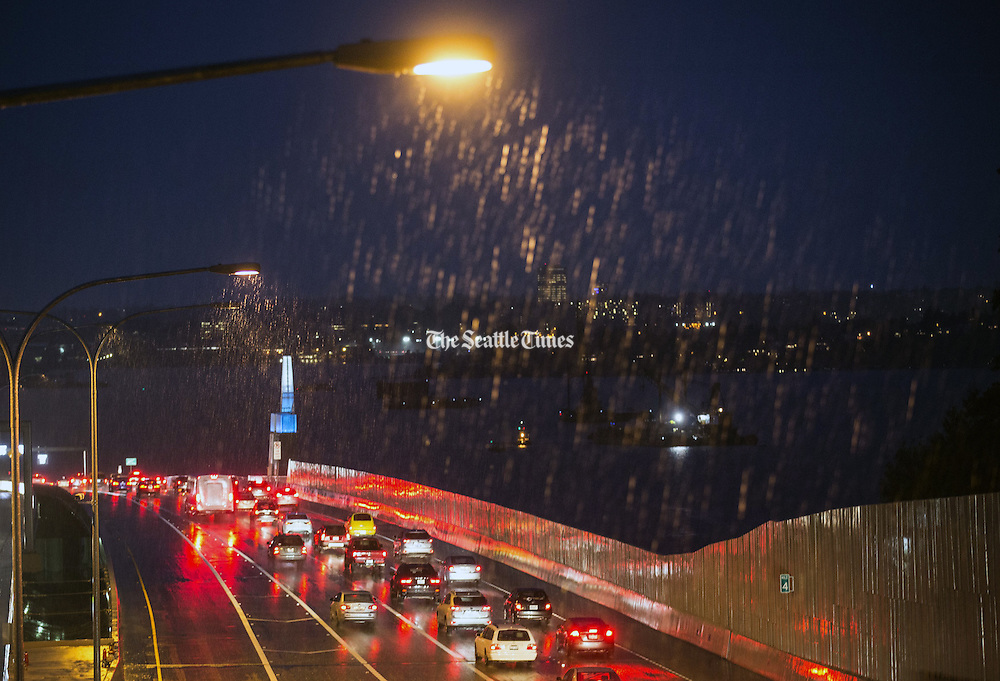 Street lights illuminate increasing rain westbound on the 520 bridge in Medina during the beginning of a string of storms hitting the Pacific Northwest. (Lindsey Wasson / The Seattle Times)