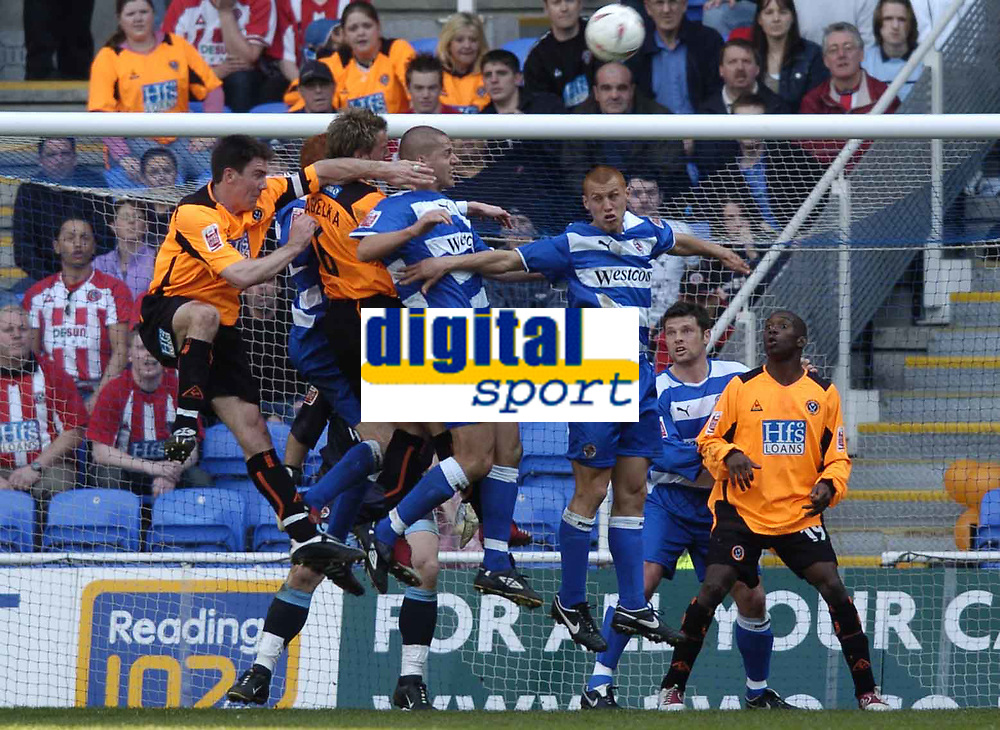 Picture: Henry Browne, Digitalsport<br /> Date: 02/04/2005.<br /> Reading v Sheffield United Coca-Cola Championship.<br /> Ivar Ingimarsson and Steve Sidwell of Reading prevent Phil Jagielka from getting to a cross.