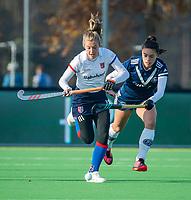AMSTELVEEN - Xan de Waard (SCHC) met rechts Stella van Gils (Pinoke)    tijdens de competitie hoofdklasse hockeywedstrijd dames, Pinoke-SCHC (1-8) . COPYRIGHT KOEN SUYK