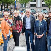 """NLD/Alkmaar/20180518 - Perspresentatie """"Nederland staat op tegen kanker"""" officiele start, Carolien Tensen, Anita Witzier, Peter R. de Vries, Ruud Feltkamp"""