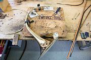 Werksreportage Gebr. Alexander, Jagdhorn Produktion, Mainz<br /> <br /> <br /> Foto: Parforcehornschall in der Montage-Vorrichtung
