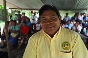 Roberto Quintero, Ngäbe man and member of COCABO, leads a co-op members meeting. COCABO: Valle de Agua Arriba, Almirante, Changuinola, Bocas del Toro, Panamá. September 1, 2012.