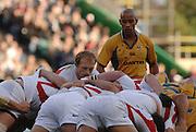 2005 Rugby, Investec Challenge, England vs Australia, Wallabies Skipper George Gregan, watches as Matt Dawson feeds the ball in to the scrum. RFU Twickenham, ENGLAND:     12.11.2005   © Peter Spurrier/Intersport Images - email images@intersport-images..