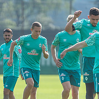 15.09.2020, Trainingsgelaende am wohninvest WESERSTADION - Platz 12, Bremen, GER, 1.FBL, Werder Bremen Training<br /> <br /> Aufwaermtraining<br /> <br /> Kevin Möhwald / Moehwald (Werder Bremen #06)<br /> Jean Manuel Mbom (Werder Bremen 34)<br /> Julian Rieckmann (Werder Bremen II #33)<br /> Ludwig Augustinsson (Werder Bremen #05)<br /> Leonardo Bittencourt  (Werder Bremen #10)<br /> <br /> Foto © nordphoto / Kokenge