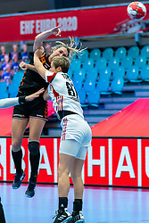 Lois Abbingh of Netherlands, Zsuszanna Tomori of Hungary in action during the Women's EHF Euro 2020 match between Netherlands and Hungry at Sydbank Arena on december 08, 2020 in Kolding, Denmark (Photo by RHF Agency/Ronald Hoogendoorn)