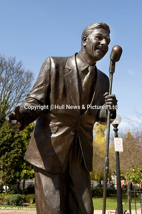 23 August 2014: Bronze statue of Hull born singer David Whitfield outside Hull New Theatre.<br /> Picture: Sean Spencer/Hull News & Pictures Ltd<br /> 01482 772651/07976 433960<br /> www.hullnews.co.uk   sean@hullnews.co.uk