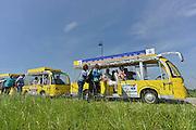 Nederland, Millingen, Leuth, 20-5-2014Vooral oudere mannen en vrouwen maken een rondrit door de Ooijpolder in het zonnetreintje.Op zonne energie door de natuur is een iniiatief van de stichting Van Steen en Natuur om milieuvriendelijk vervoer door de polder te stimuleren. Foto: Flip Franssen/Hollandse Hoogte