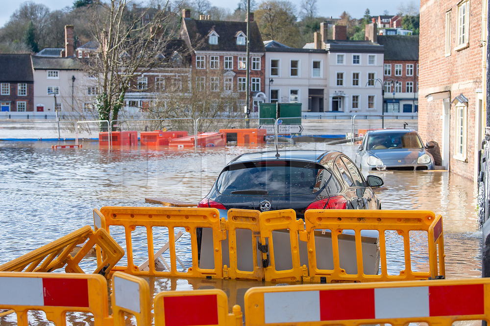© Licensed to London News Pictures. 26/02/2020. Bewdley, UK. Cars sit in flood water in the village of Wribbenhall on the eastern side of the Severn in Bewdley. Photo credit: Peter Manning/LNP