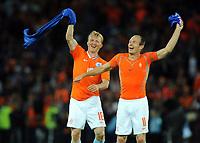 EURO 2008 M14 Stade Suisse  Berne Frankrike v Nederland (1-4)  12.06.2008 <br /> Dirk Kuyt and Arjen Robben  (Holland) celebrate Victory <br /> Foto: Digitalsport NORWAY ONLY