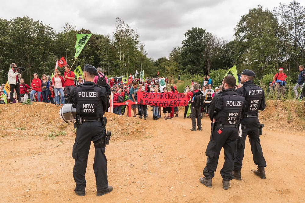 Kerpen, DEU, 14.07.2019<br /> <br /> Waldspaziergang, Demonstration in Kerpen - Manheim und an der Abruchkante des Tagebaus Hambach.<br /> <br /> Foto: Bernd Lauter/berndlauter.com