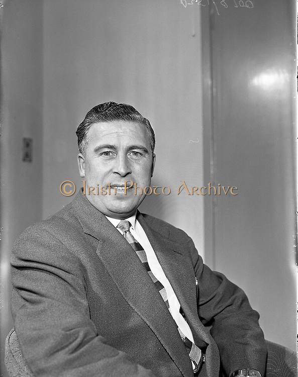 25/04/1957<br /> 04/25/1957<br /> 25 April 1957<br /> <br /> Aer Lingus Special - Mr J Opperman, catering Manager at Dublin Airport