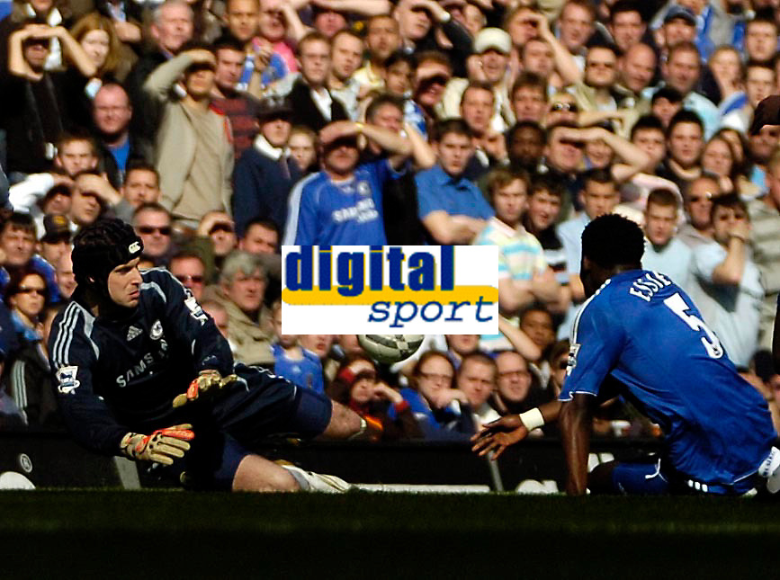 Photo: Ed Godden/Sportsbeat Images.<br /> Chelsea v Tottenham Hotspur. The FA Cup. 11/03/2007.<br /> Chelsea's Michael Essien (R), puts the ball past his keeper Petr Cech to score an own goal.