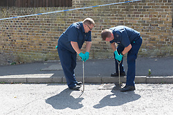 © Licensed to London News Pictures. 21/08/2018. London, UK.  Police search teams at the crime scene in Cardinals Way, Archway. Police were called to Cardinals Way in Archway, N19 at around 8:05pm last night and found a 16 year old boy suffering stab injuries.  Photo credit: Vickie Flores/LNP