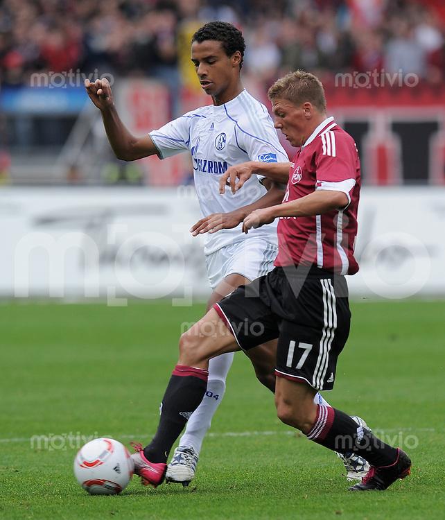 FUSSBALL   1. BUNDESLIGA   SAISON 2010/2011  7. SPIELTAG    02.10.2010 1. FC Nuernberg - FC Schalke 04                  Joel Matip (li, FC Schalke 04) gegen Mike Frantz  (1 FC Nuernberg)