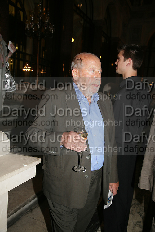 Clement Freud, 10th Anniversary of Conde Nast Traveller magazine. Foreign and Comonwealth Office. Durbar Court. 10 September 2007. -DO NOT ARCHIVE-© Copyright Photograph by Dafydd Jones. 248 Clapham Rd. London SW9 0PZ. Tel 0207 820 0771. www.dafjones.com.