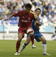 Photo: Aidan Ellis.<br /> Wigan Athletic v Reading. The Barclays Premiership. 26/08/2006.<br /> Wigan's Leighton Baines challenges Reading's Seol Ki-hyeon (L).